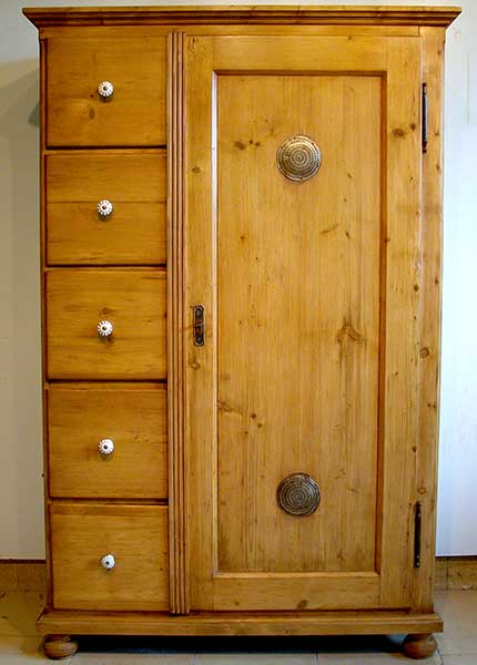Les meubles nostalgia meubles anciens for Reprise de meuble ancien